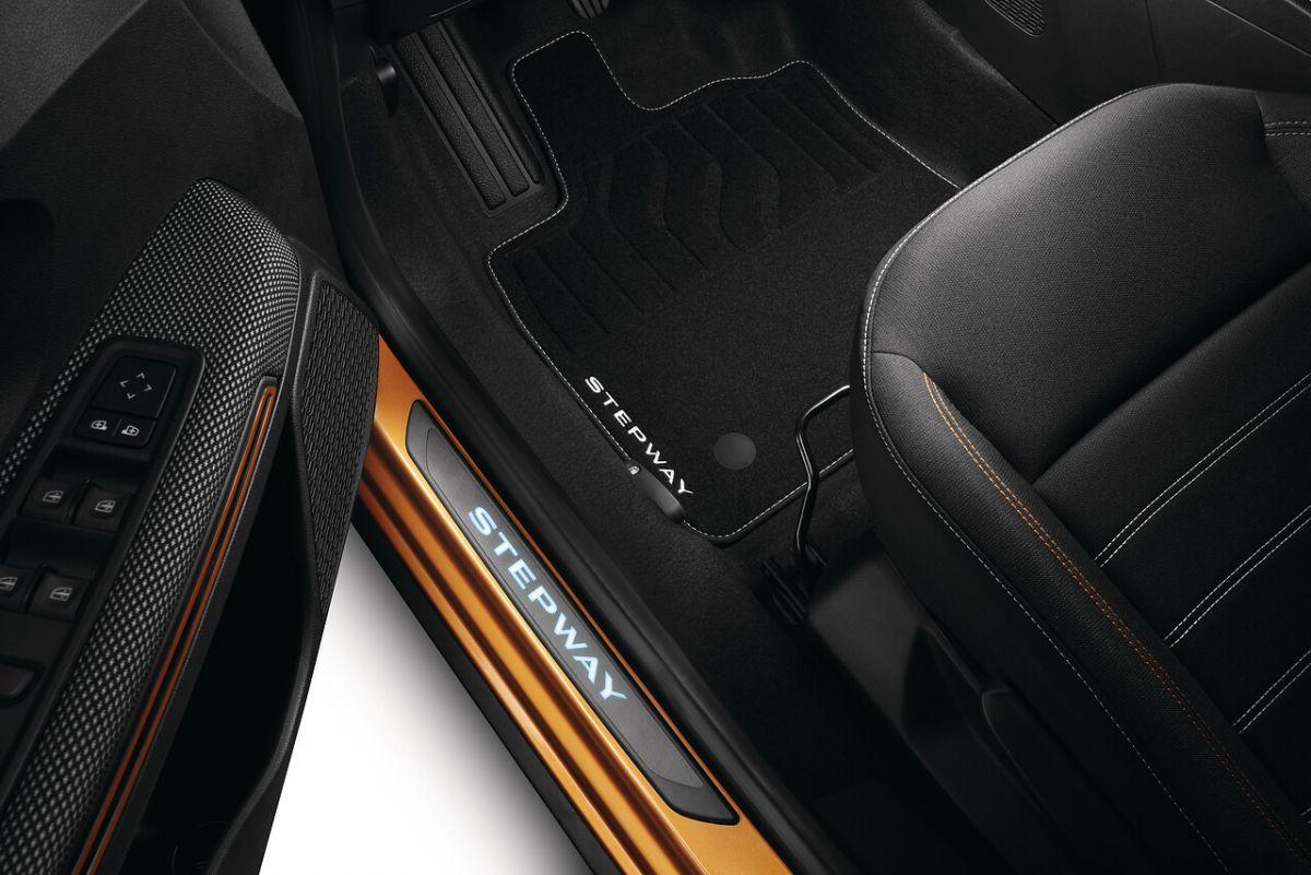 Sandero Stepway III - Set covorase textile Premium (Dacia Original)